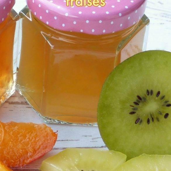 Confiture de kiwi avec des fraises du galanga et au miel