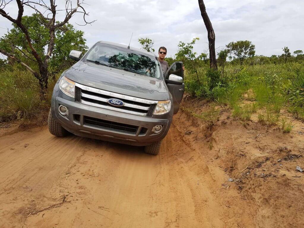 Chercheur d'épices - Arnaud Vanille sur la route de la plantation de fève tonka